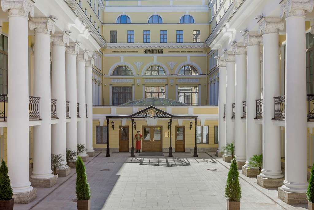 02.-The-State-Hermitage-Official-Hotel-Main-Entrance