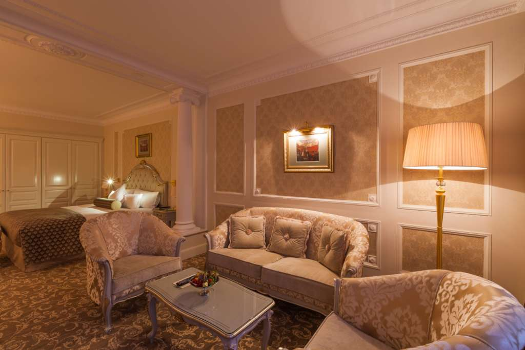 10.-The-State-Hermitage-Official-Hotel-Junior-Suite-1