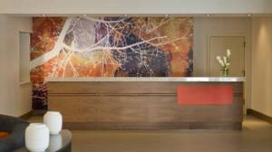 DoubleTree Suites Minneapolis Lobby 2