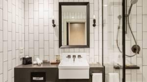 Doubletree bathroom