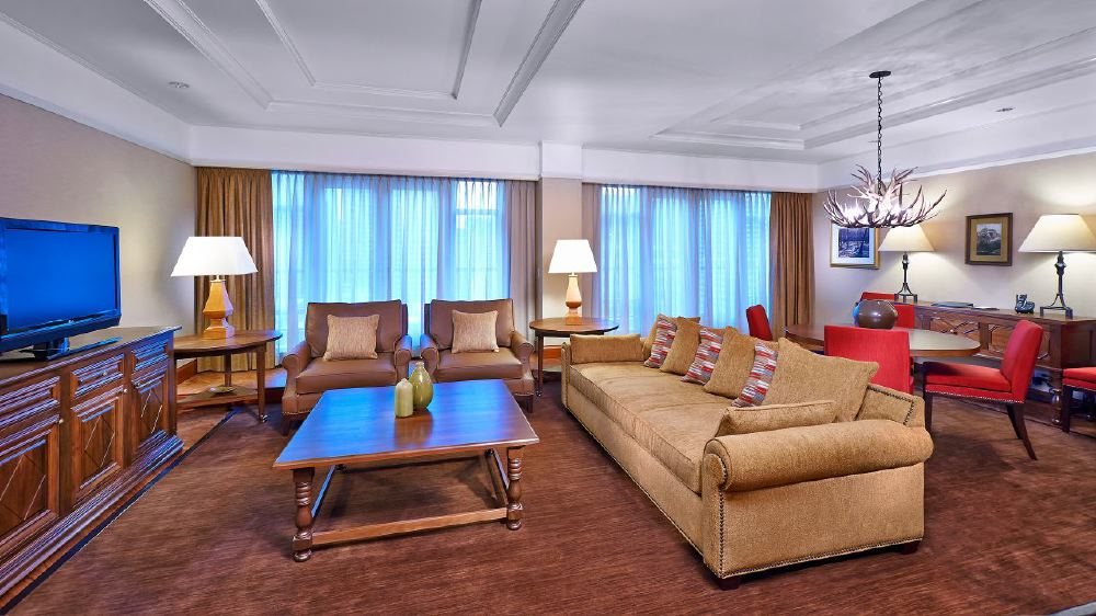 Hyatt-Regency-Calgary-P209-Royal-Suite-Living.adapt.16x9.1280.720