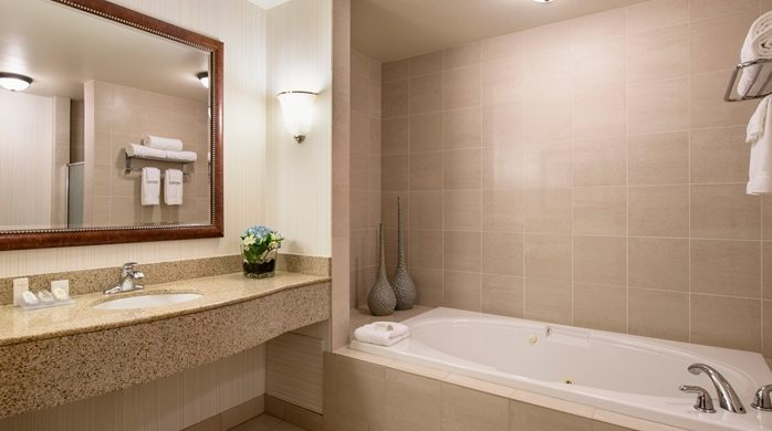 Garden En Suite Bathrooms: 2018 Grey Cup Hotels In Edmonton, AB. Luxury Hotels