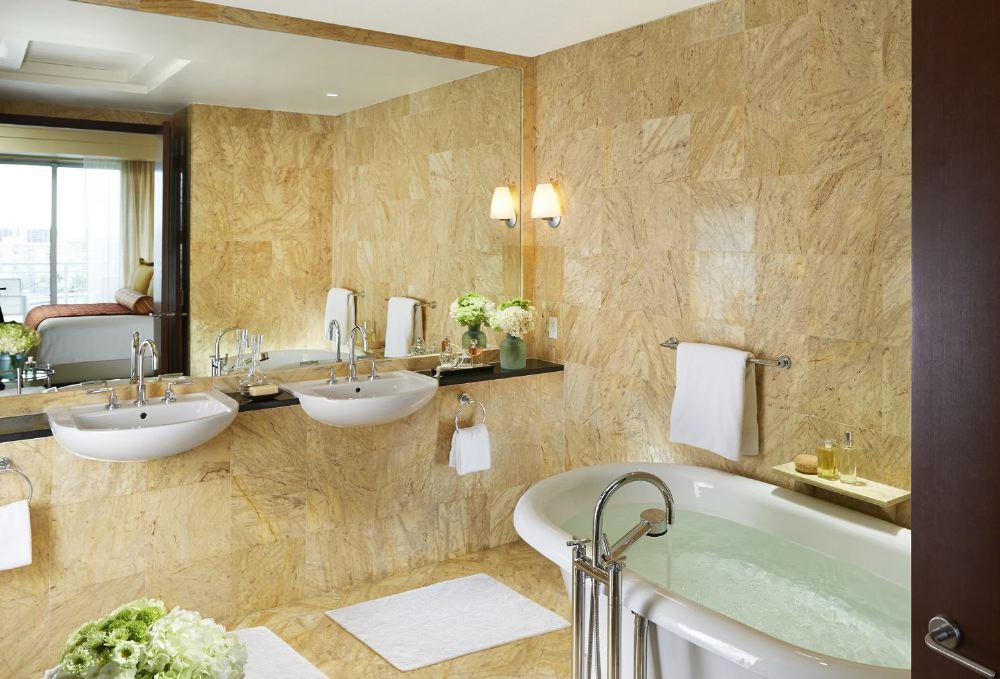 miami-2014-suite-brickell-bathroom