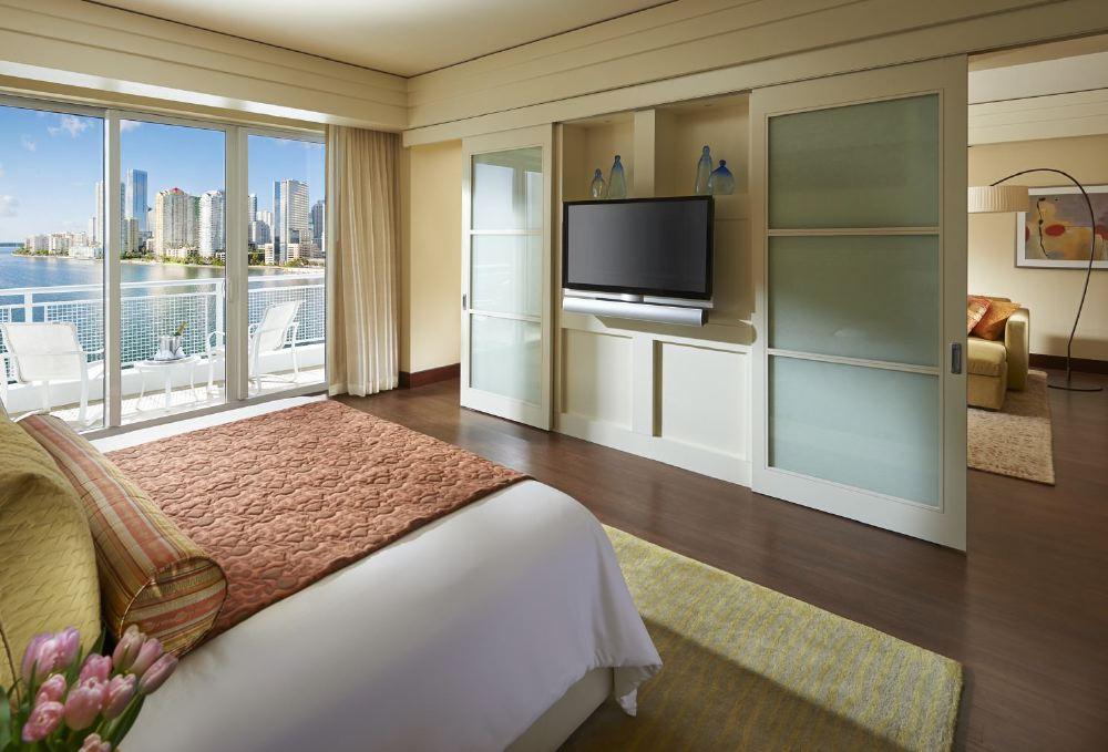 miami-2014-suite-brickell-bedroom