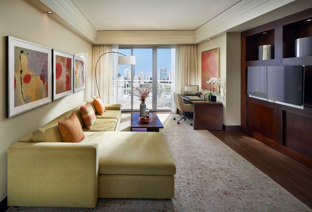 miami-2014-suite-dynasty-living-room-01