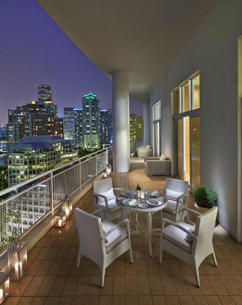 miami-2014-suite-oriental-balcony