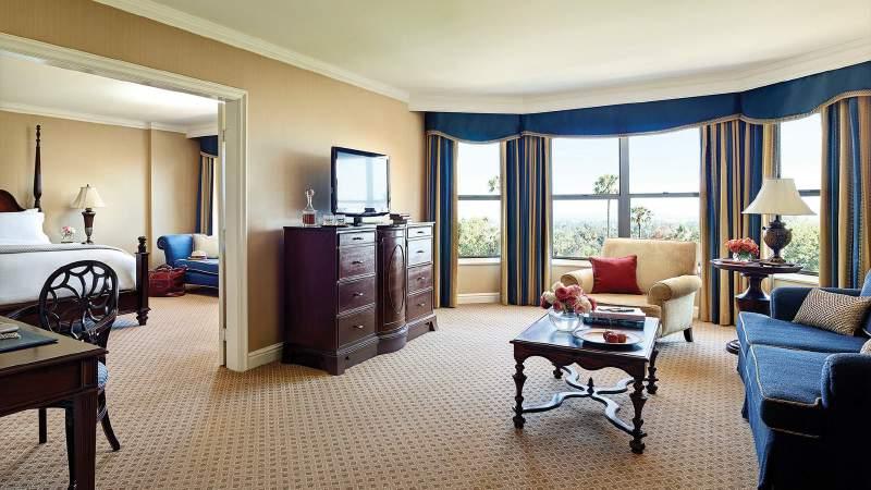 tllax-rooms-huntington-suite-room-2014-1680-945