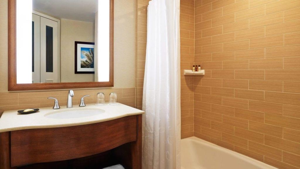 sheraton double guest bathroom