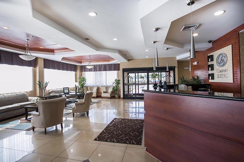 Comfort Suites lobby 2