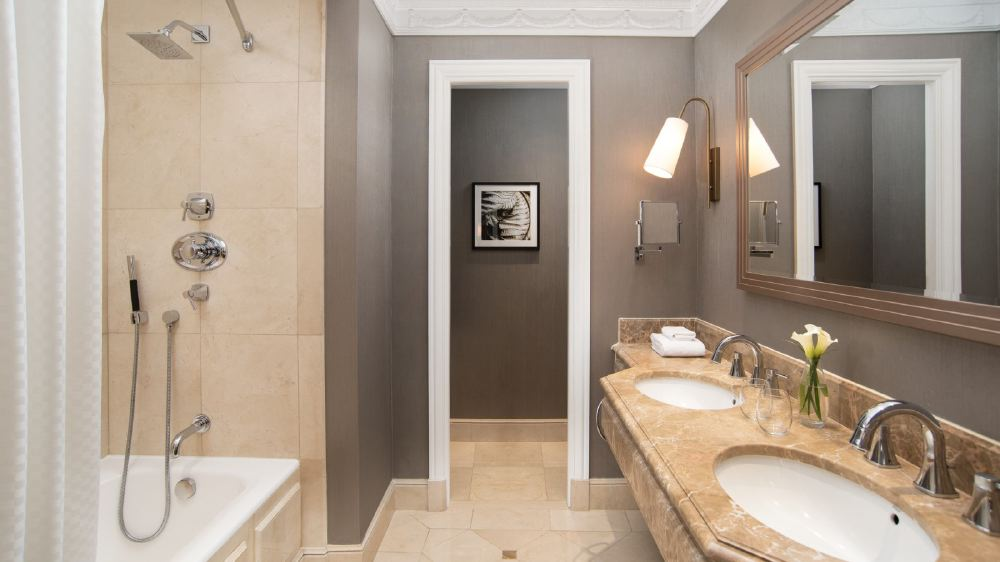 New-gallery-Bathroom-The-Westin-Palace--Madrid-1600x900