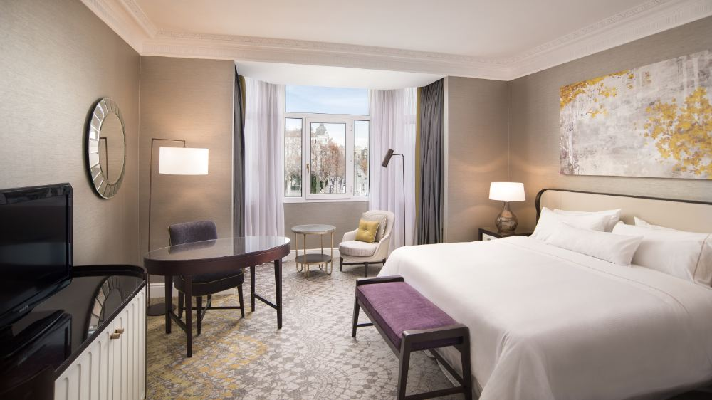 --Premium-View-Room.-The-Westin-Palace--Madrid.-1600x900-1