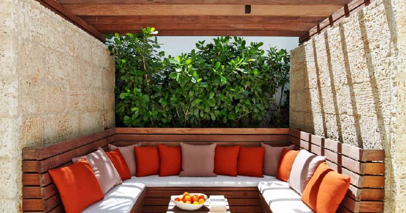 the-royal-palm-hotel-miami-seating-948x500