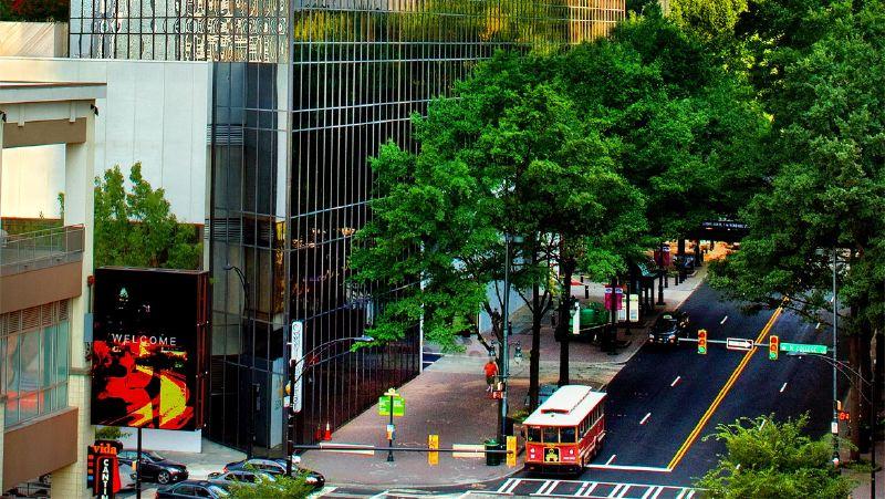 cltdtn-omni-charlotte-hotel-exterior-trade-street