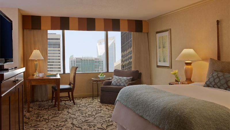 cltdtn-omni-charlotte-hotel-king-room