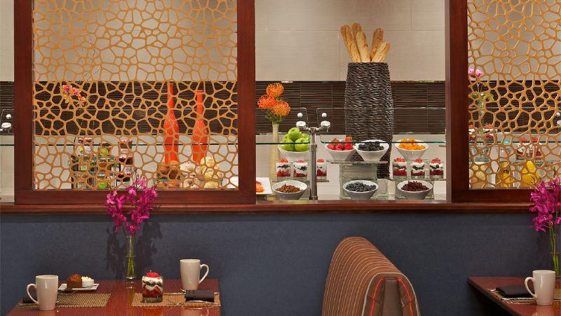 cltdtn-omni-charlotte-hotel-trade-buffet