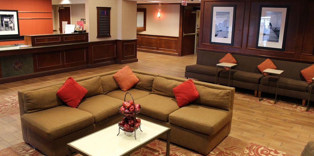 hampton-inn-lobby