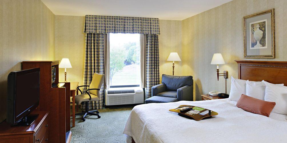 hampton-inn-room