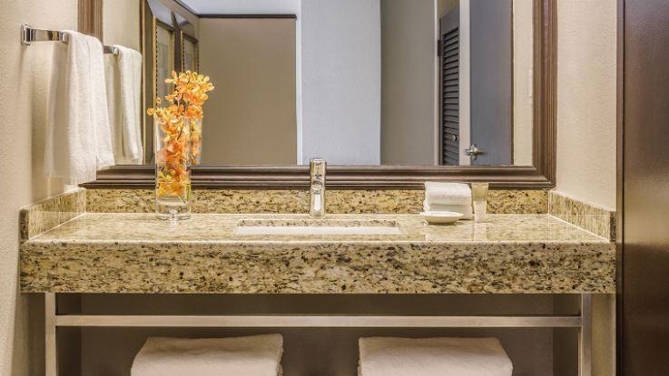 hyatt-regency-bathroom