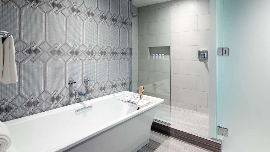 lux3802gb-153663-Guestroom-Tub-Shower