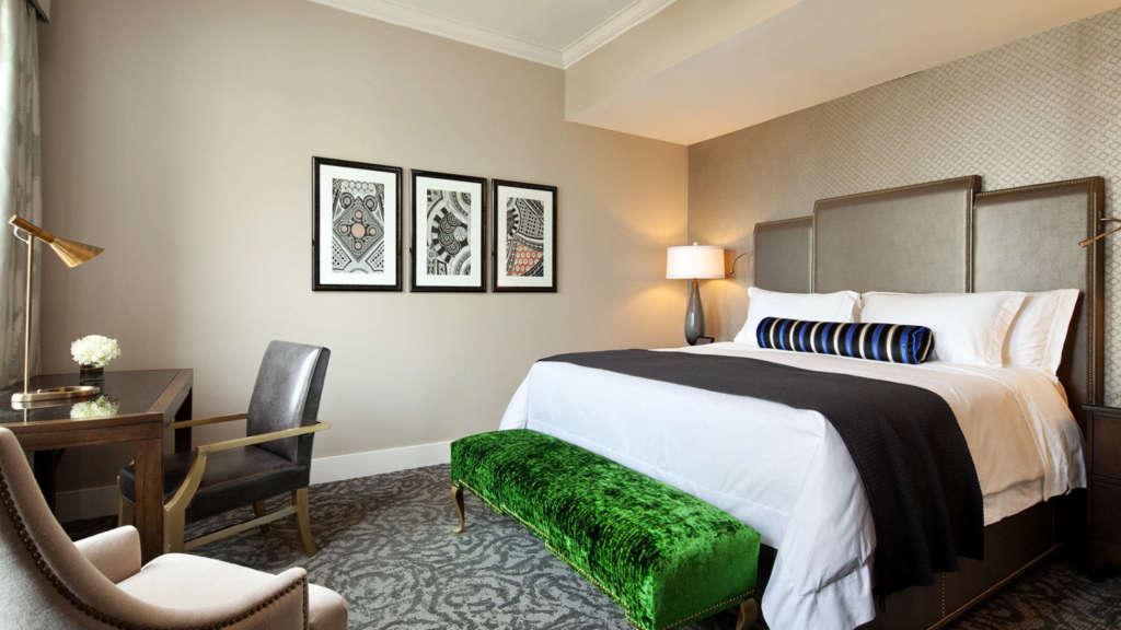 lux3802gr-153673-King-Bedroom