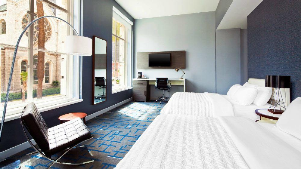 mer3876gr-158551-Deluxe-Double-Queen-Bedroom