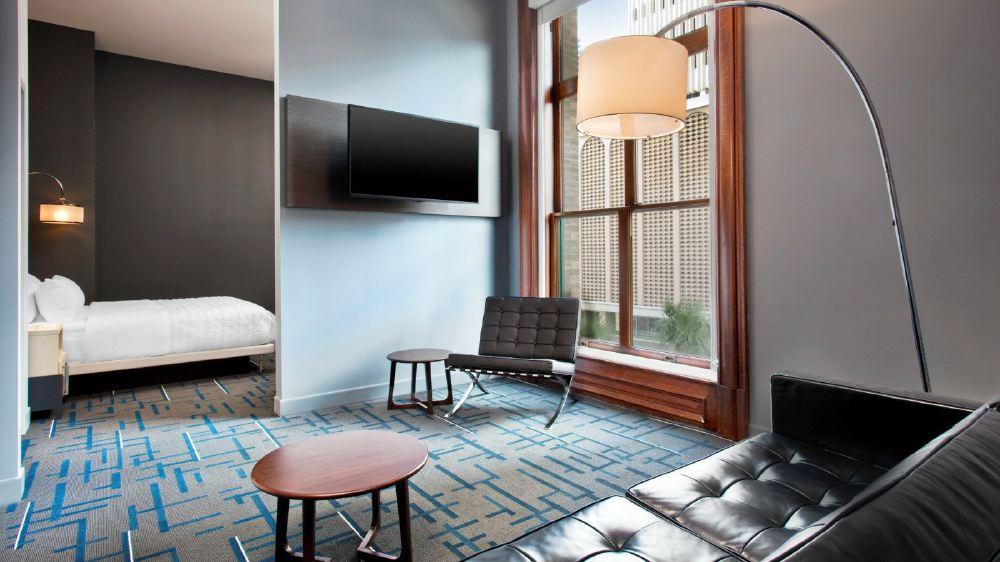 mer3876gr-159074-Suite-Livingroom