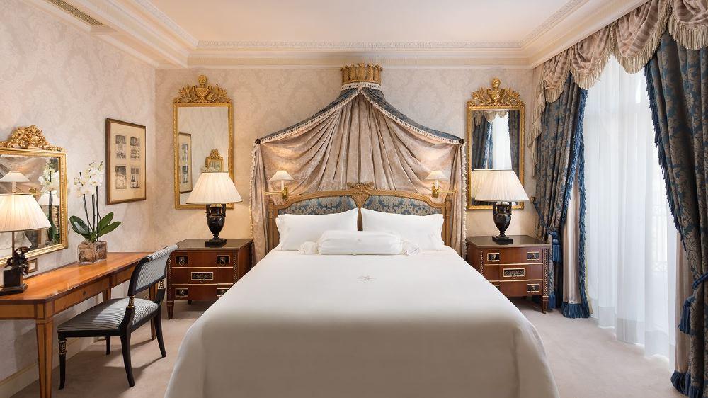 royal-suite-bedroom-1600