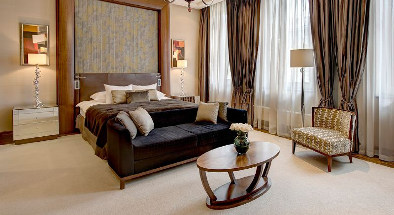 royal-suite-bedroom