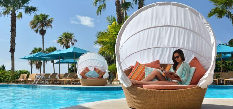 pool-loungers-2