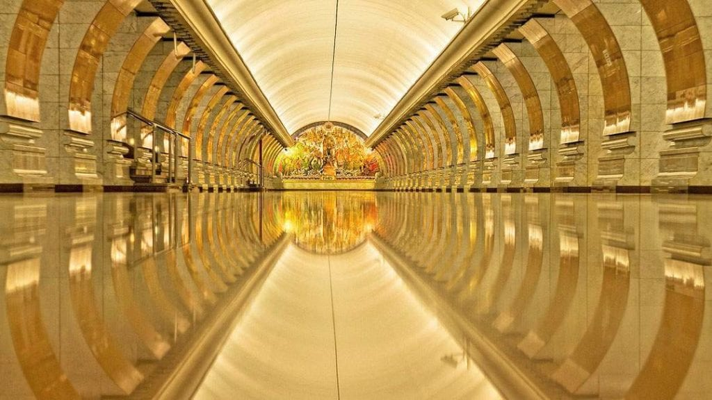 VIctory-Park-Metro-station-in-Moscow