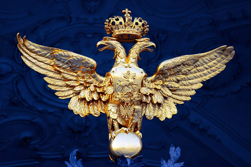 imperial-eagle-on-the-gate-of-the-winter-palace-in-st-petersburg