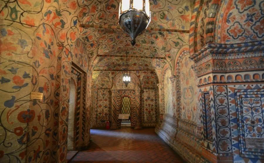 russian-churches-interior-basil