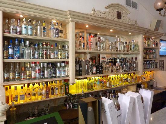 un-bar-a-vodkas-plutot