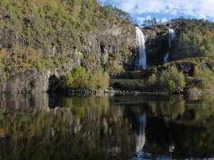 Heskjedalsfossen waterfall fjord cruise