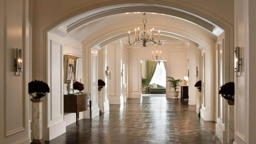 Astor-Ballroom-Corridor