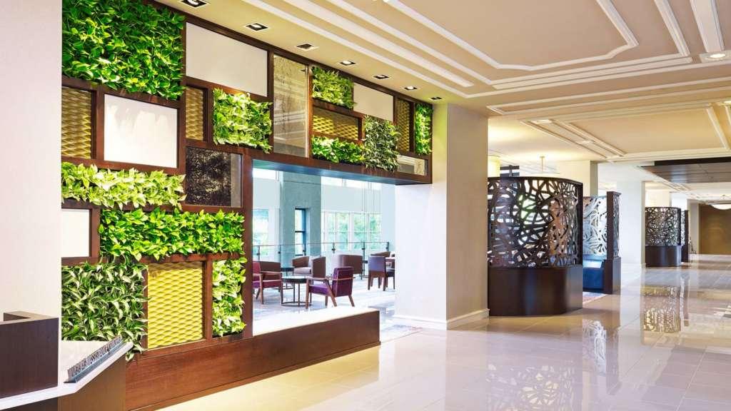 Living-Wall-Lobby