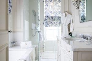 Domaine Les Crayeres bathroom