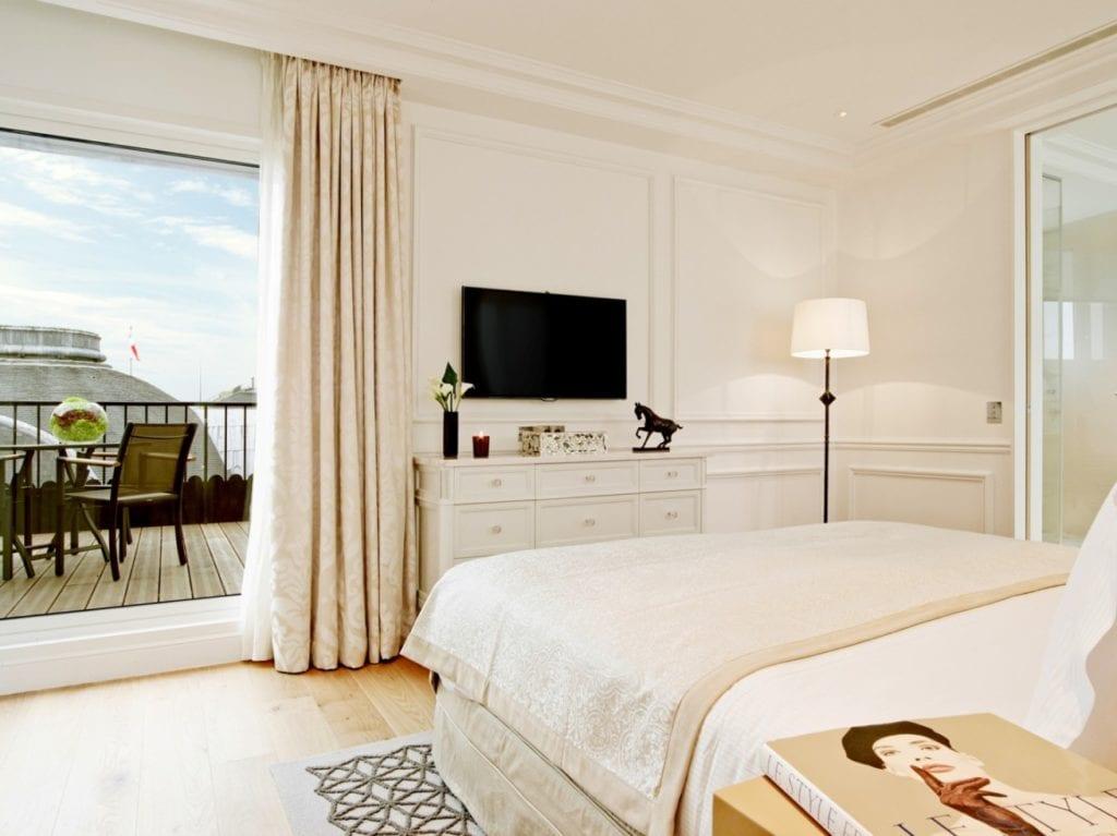 chambre_et_vue_terasse_pano1