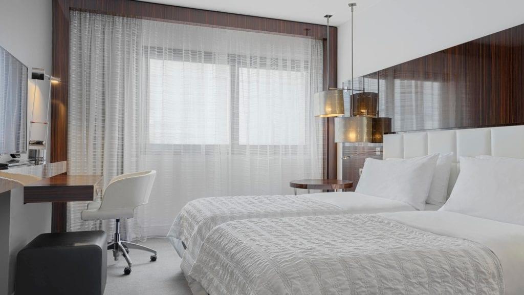 parmd-guestroom-5362-hor-wide