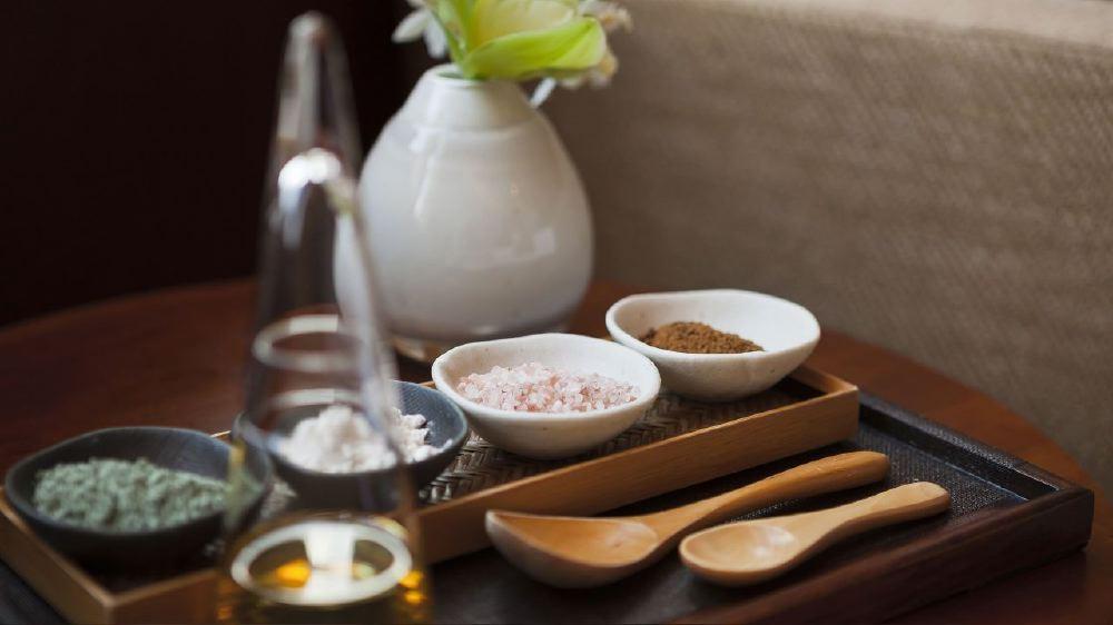 Hyatt-Regency-Tokyo-Joule-Spa-Oil-Herb