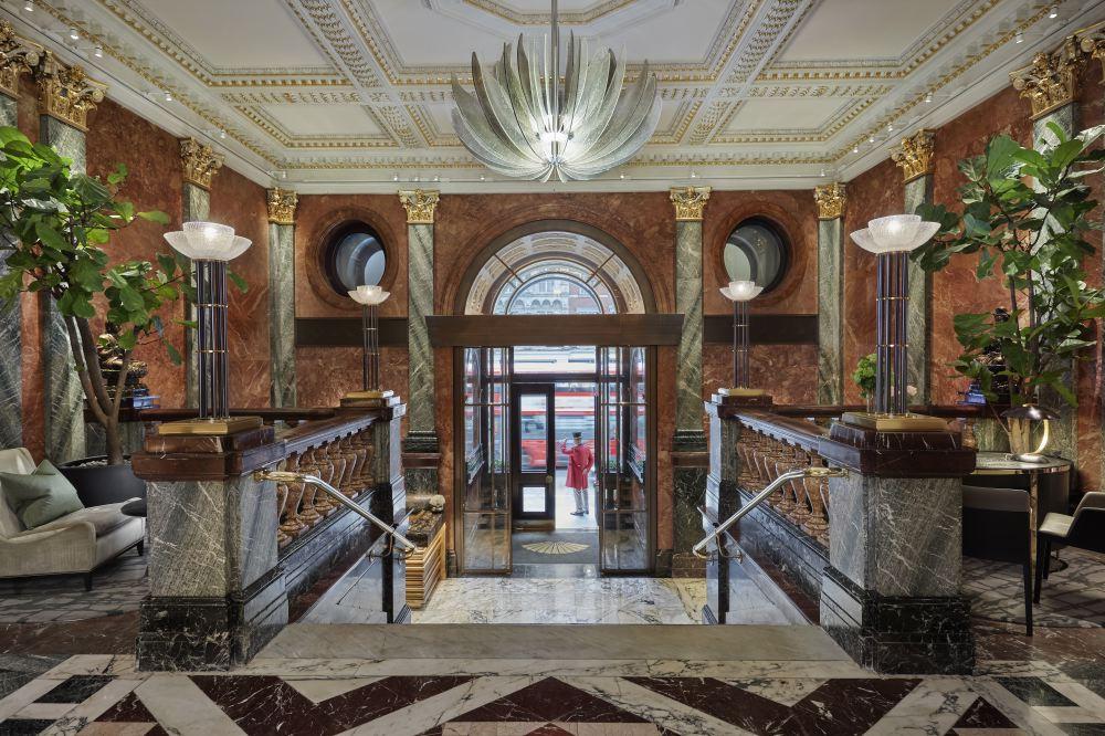 london-2017-hotel-lobby-entrance