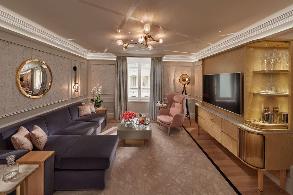 london-2017-suite-superior-living-room