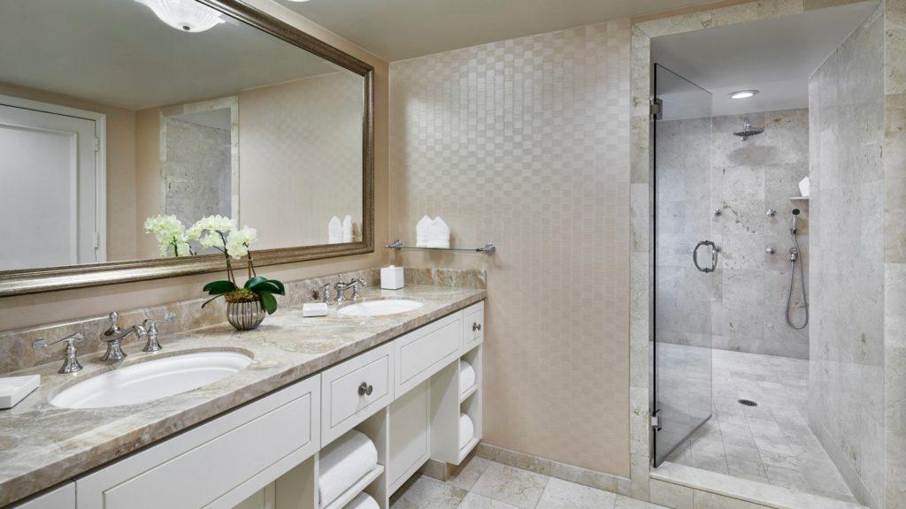 atllu-suite-bathroom-3873-hor-wide