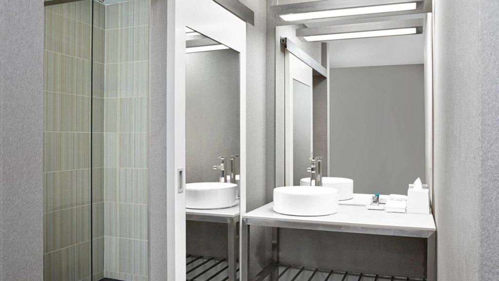 yycul-bathroom-5605-hor-wide